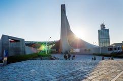 Токио, Япония - 20-ое ноября 2013: Посещения Yoyogi японский народ спортзала соотечественника Стоковые Изображения RF