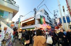 Токио, Япония - 24-ое ноября 2013: Толпа на улице Harajuku Takeshita Стоковое Изображение RF