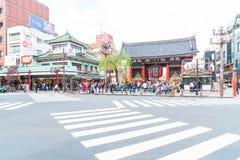ТОКИО, ЯПОНИЯ - 15-ОЕ НОЯБРЯ 2016: Толпить люди возглавляя к Buddh Стоковые Изображения