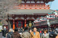 Токио, Япония - 7-ое февраля 2014: Висок Senso-ji в Asakusa, токио, Японии Висок Senso-ji в Asakusa самое известное tem Стоковые Изображения RF