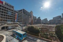 ТОКИО, ЯПОНИЯ - 25-ОЕ ЯНВАРЯ 2017: Зона станции Shinjuku токио Автобусная станция Стоковое Изображение