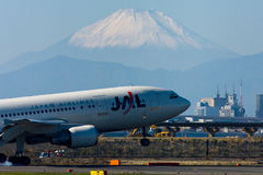 токио jal авиапорта a300 международное стоковое фото rf
