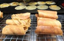 Токио Kanom или тайский традиционный блинчик с заварным кремом или яйцом стоковое фото rf