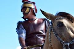 Толкование солдата верховой езды римского, общины празднует страстную пятницу с католическим традиционным шествием Стоковое Фото