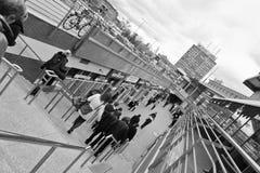 Толпа в городе. Стоковые Изображения