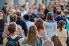 Толпа людей на улице Стоковые Фото