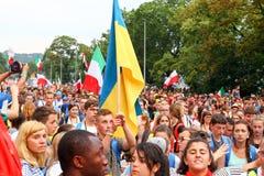Толпа людей с флагами День молодости мира Краков Польша 2016 Стоковая Фотография RF