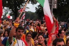 Толпа людей с флагами День молодости мира Краков Польша 2016 Стоковая Фотография