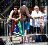 Толпа на гей-параде 2018 Нью-Йорка стоковые фото
