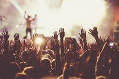 толпа на концерте - музыкальном фестивале лета Стоковое Фото