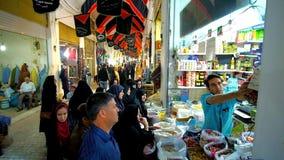 Толпа на стойле грандиозного базара, Kashan, Ирана сток-видео