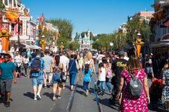 Толпить тематический парк Диснейленда Стоковая Фотография RF
