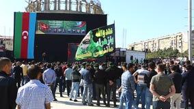 Толпы азербайджанских людей собирали для того чтобы принимать мрачный парад для того чтобы чествовать мученичество Hussain видеоматериал