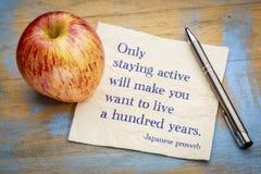 Только оставаться активен сделает вас хотеть жить 100 лет Стоковые Фотографии RF