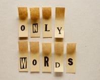 Только слова - слово в липких письмах стоковые фото