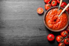 Томатный соус в шаре стоковые фотографии rf