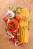 Томатный соус и спагетти стоковое изображение rf