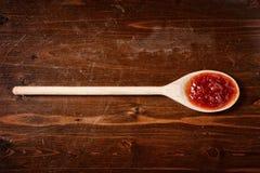 Томатный соус на деревянной ложке Стоковое фото RF