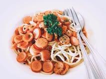 Томатный соус сосисок свинины спагетти Стоковые Фото