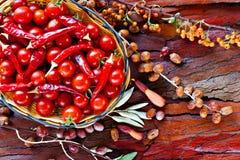 томаты вишни корзины зрелые Стоковая Фотография RF