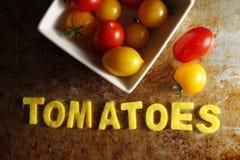 Томаты вишни с томатами слова стоковое фото