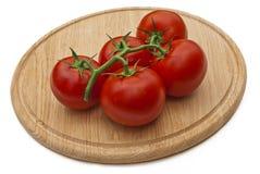 томаты вырезывания доски деревянные Стоковые Изображения RF
