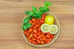 Томаты и лимоны Стоковые Изображения