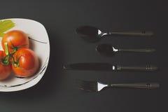 томаты и столовый прибор Стоковое фото RF