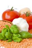 томаты лука чечевиц чеснока базилика Стоковое фото RF