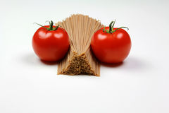 томаты макаронных изделия сырцовые Стоковые Изображения