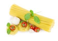 томаты макаронных изделия чеснока базилика итальянские Стоковое фото RF