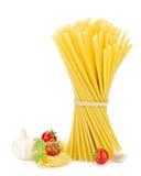 томаты макаронных изделия чеснока базилика Стоковые Изображения