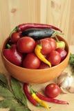 Томаты, перец, баклажаны, лист лавра на таблице Стоковая Фотография