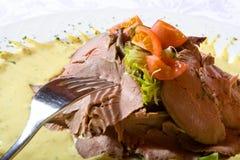 томаты плиты мяса зеленых цветов говядины стоковое изображение rf