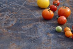 Томаты смешивания в летнем дне Состав tomatoe разнообразия свежего Стоковое Фото