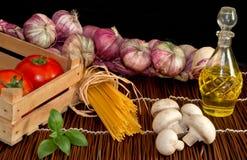 томаты спагетти подготовки макаронных изделия Стоковые Изображения RF