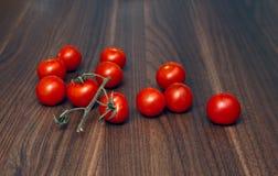 томаты таблицы вишни свежие деревянные Стоковые Фото