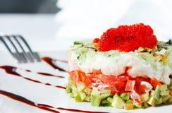 томаты шримса салата икры авокадоа красные Стоковое Фото