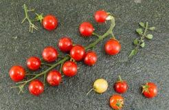 Томат вишни и красный пеец на каменной предпосылке Стоковые Изображения