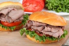 томат сандвича жаркого салата говядины Стоковые Фотографии RF