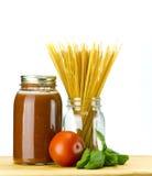 томат соуса макаронных изделия базилика Стоковые Изображения RF