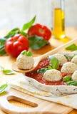 томат соуса meatballs цыпленка Стоковая Фотография RF