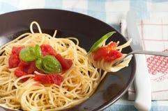 томат спагетти базилика свежий Стоковые Фотографии RF