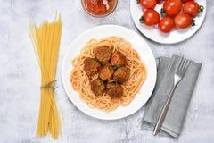 томат спагетти соуса meatballs Стоковая Фотография