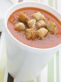 томат супа чашки croutons Стоковое Фото