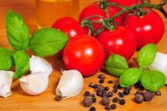 томат чеснока еды базилика Стоковая Фотография RF