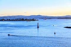 Томбуи в Северном море, голубом сумерк Стоковые Изображения RF