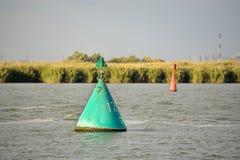 Томбуи сигнала на реке стоковая фотография rf
