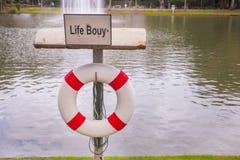 Томбуй жизни около пруда Стоковые Изображения