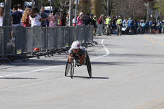 Том Davis выиграло гонку рук-цикла с временем 0:58: 17-ое апреля 2017 36 в марафоне Бостона [общественной гонке] Стоковая Фотография RF